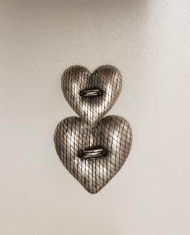 Ein Herz als Trachtenknopf